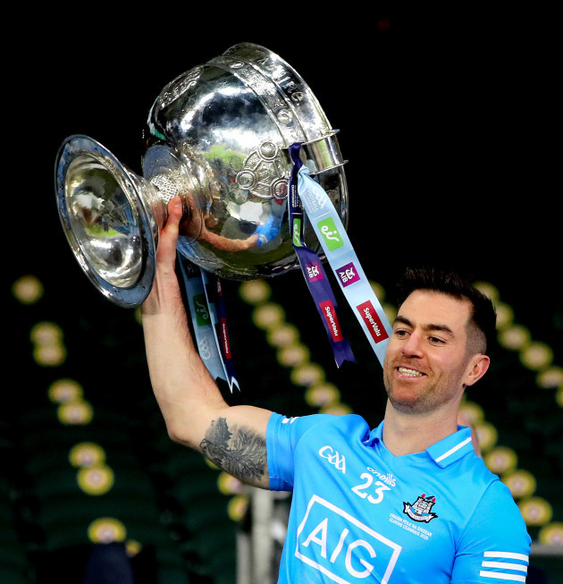 michael-darragh-macauley-lifts-the-sam-maguire