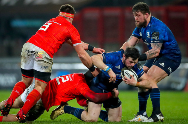 robbie-henshaw-is-tackled-by-damian-de-allende