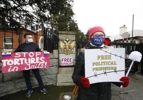 32 Russian Protest Dublin