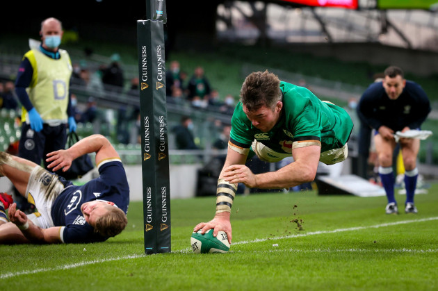peter-omahony-scores-a-try-that-was-later-disallowed