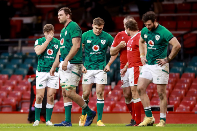 jordan-larmour-tadhg-beirne-garry-ringrose-and-robbie-henshaw-dejected