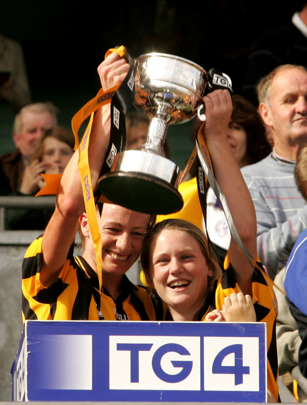 caitriona-grace-and-emer-roantree-lift-the-cup