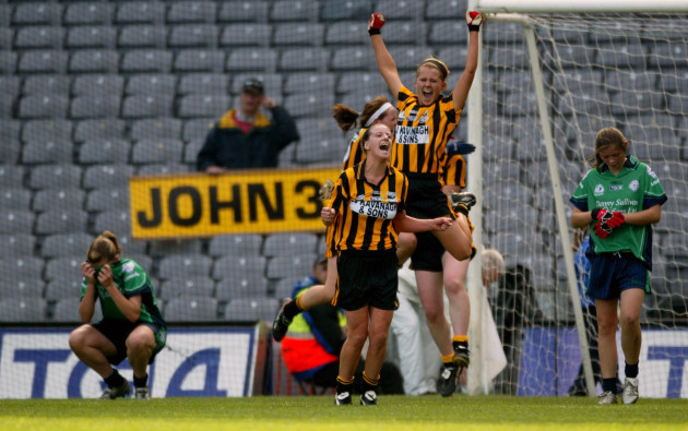 londay-players-dejected-as-kilkenny-players-celebrate