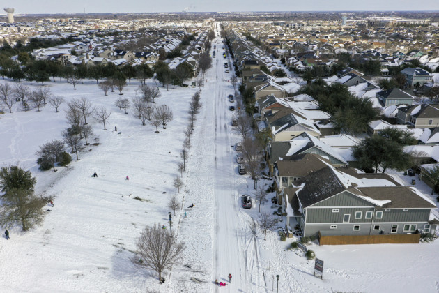 """2.7 million households without power as Texans wake up to cold"""""""