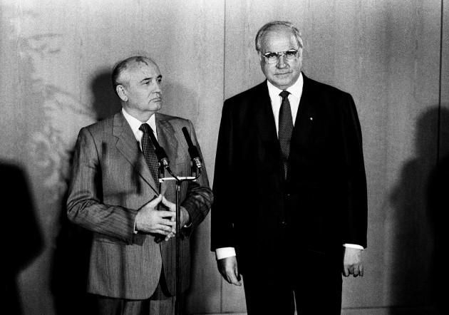 germany-bonn-soviet-leader-mikhail-sergeyevich-gorbachev-and-german-chancellor-helmut-kohl