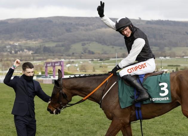 danny-mullins-on-flooring-porter-celebrates-after-winning