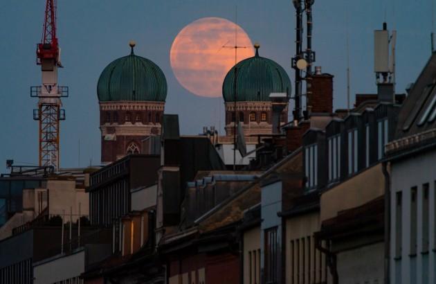 full-moon-over-munich