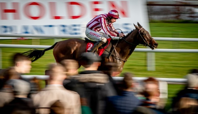 davy-russell-onboard-cedarwood-road-comes-home-to-win