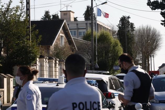 france-policewoman-stabbed