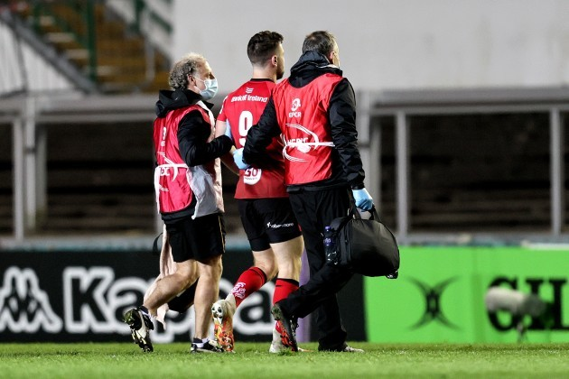 john-cooney-leaves-the-game-with-an-injury