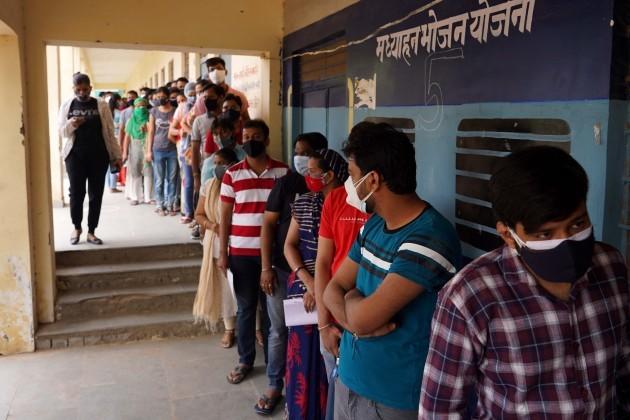 queue-for-covid-19-vaccine-in-india