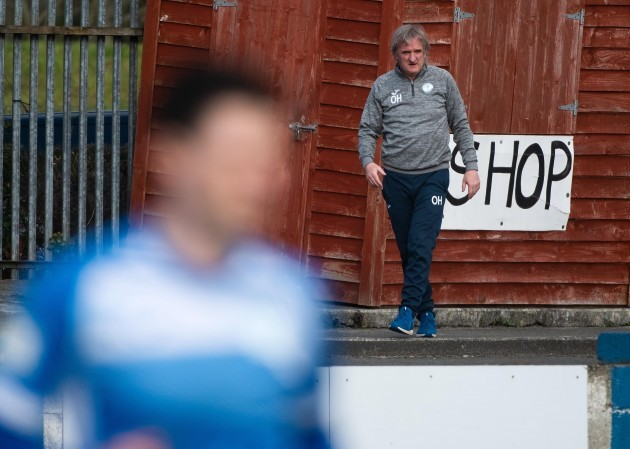 ollie-horgan-watches-the-game-from-outside-the-pitch