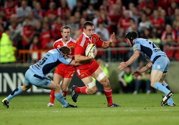 tommy-odonnell-tackled-by-leigh-halfpenny-and-sam-norton-knight