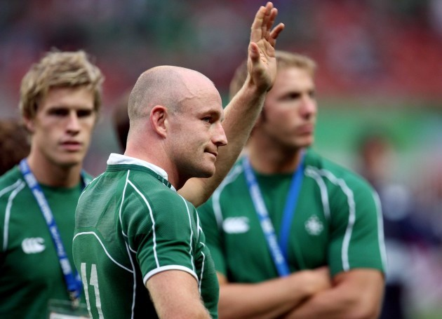 denis-hickie-waves-goodbye-as-he-retires-from-international-rugby