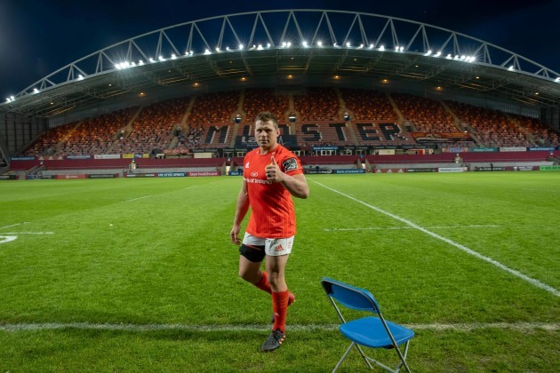 cj-stander-leaves-the-pitch-for-the-final-time-after-his-last-home-game-for-the-province