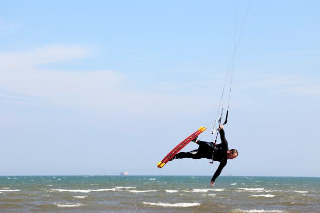 kite surfers 927