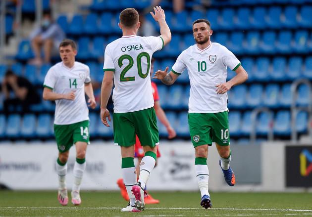 troy-parrott-celebrates-scoring-their-first-goal-with-dara-oshea