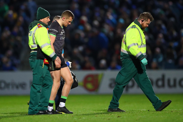 stephen-fitzgerald-leaves-the-field-injured