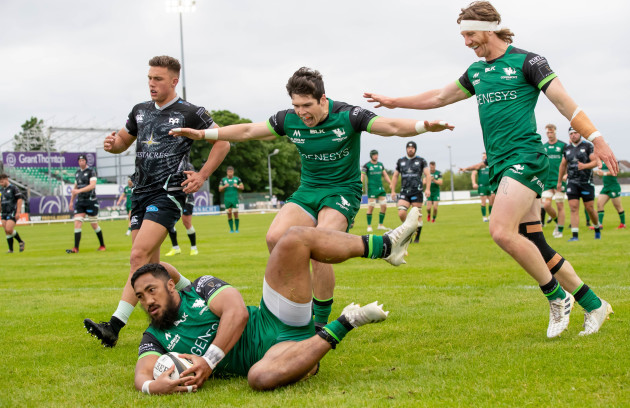bundee-aki-scores-a-try-supported-by-alex-wootton-and-ben-odonnell