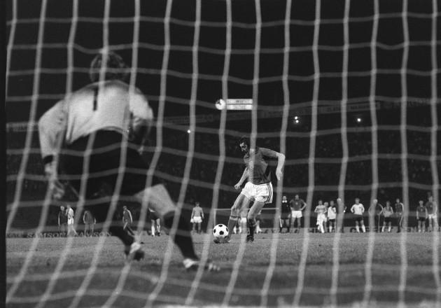 soccer-uefa-european-championships-1976-czechoslovakia-v-west-germany-crvena-zvezda-stadium