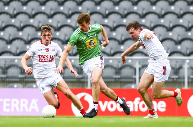 john-heslin-in-action-against-sean-white-and-sean-meehan