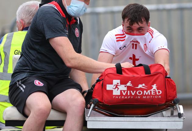 darragh-canavan-leaves-the-field-injured
