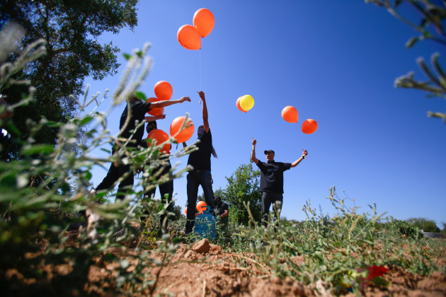 palestinians-launch-incendiary-balloons-into-israel-in-gaza-palestine