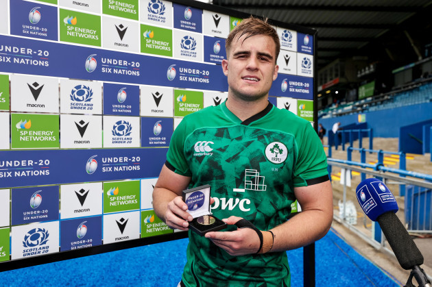 alex-kendellen-is-presented-with-the-under-20-six-nations-player-of-the-match-award