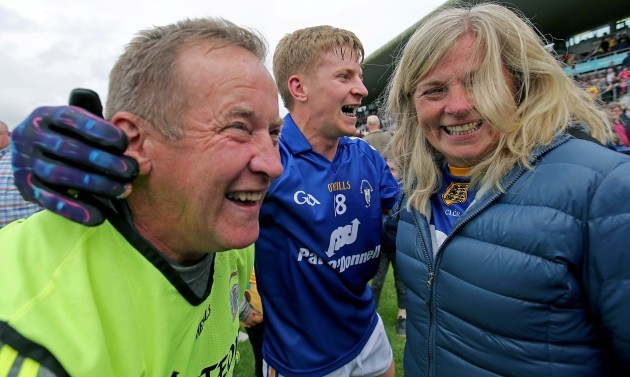 podge-collins-celebrates-with-his-father-colm-and-his-mother-katherine