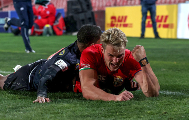 duhan-van-der-merwe-celebrates-after-scoring-a-try