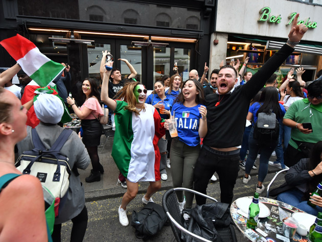 fans-watching-italy-v-england-euro-2020-final