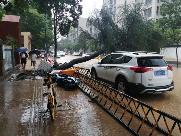 china-rainstorm-hits-zhengzhou