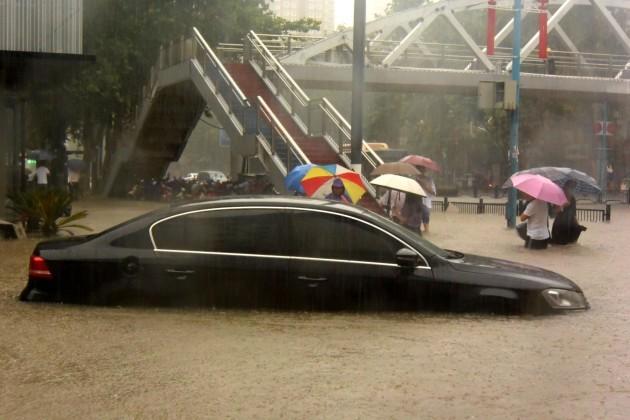 china-henan-zhengzhou-heavy-rainfall-cn