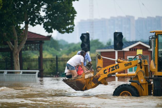 evacuation-at-zhengzhou-flooded-area