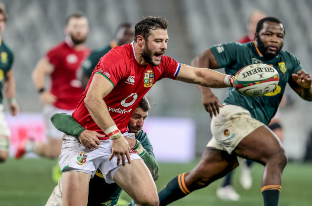 robbie-henshaw-loses-the-ball-as-he-is-tackled-by-willie-le-roux