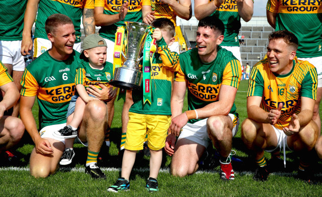 paul-geaneys-son-paudi-celebrates-with-the-trophy