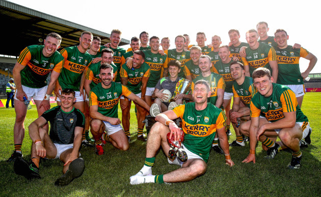 kerry-celebrate-with-the-trophy