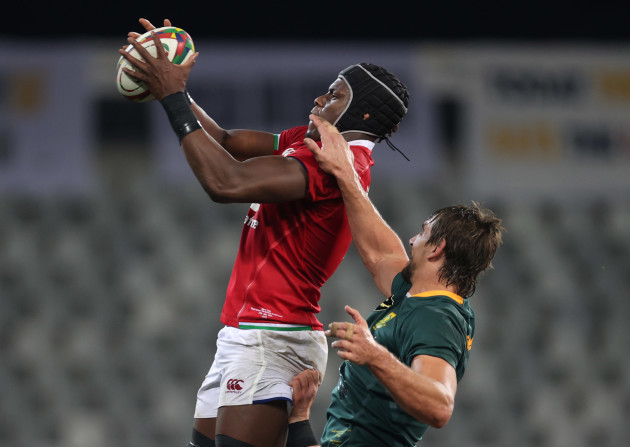 british-and-irish-lion-maro-itoje-wins-a-line-out-from-south-africas-eben-etzebeth