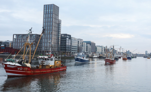 Trawlers depart 003