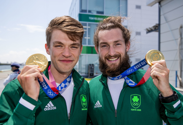 fintan-mccarthy-and-paul-odonovan-with-their-gold-medals