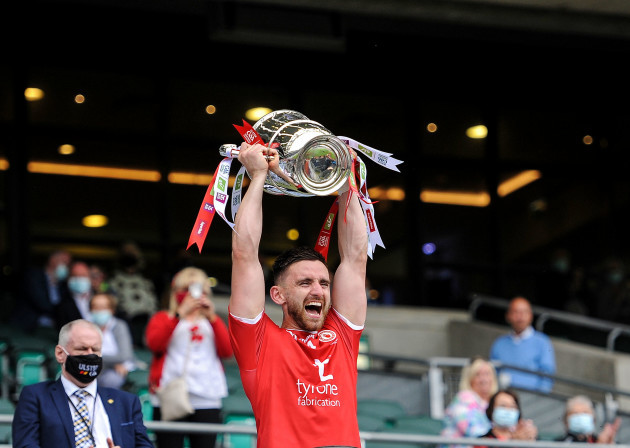 padraig-hampsey-lifts-the-cup
