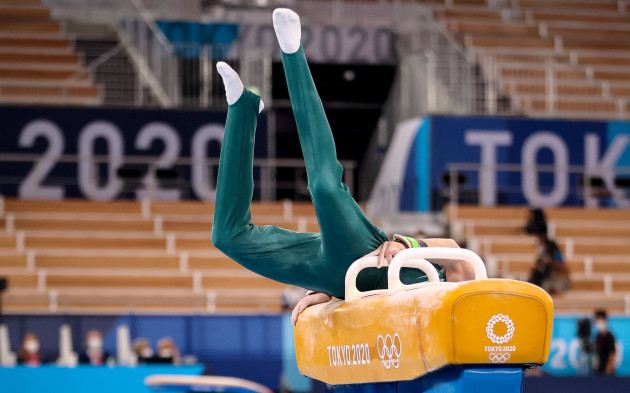 rhys-mcclenaghan-falls-during-his-performance-in-the-mens-pommel-final