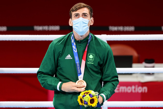 aidan-walsh-is-presented-with-his-bronze-medal
