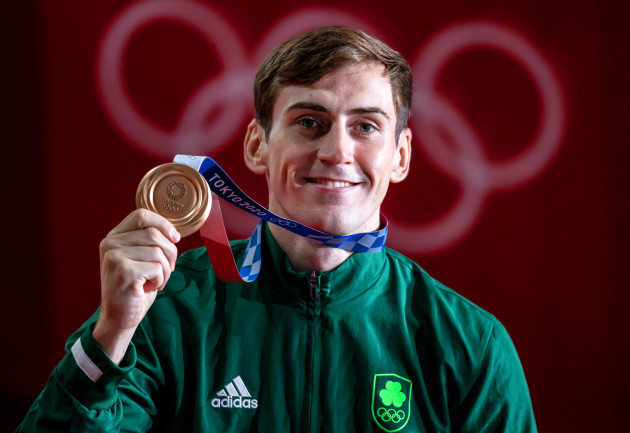aidan-walsh-celebrates-with-his-bronze-medal