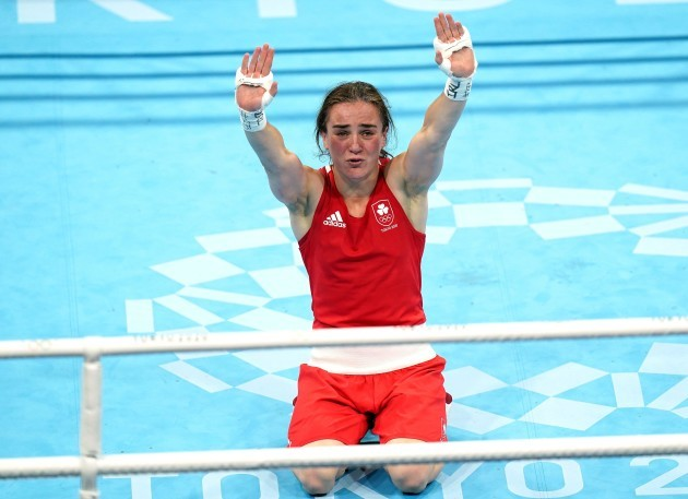 irelands-kellie-anne-harrington-celebrates-winning-gold-against-brazils-beatriz-ferreira-after-the-womens-light-57-60kg-final-bout-at-the-kokugikan-arena-on-the-sixteenth-day-of-the-tokyo-2020-ol