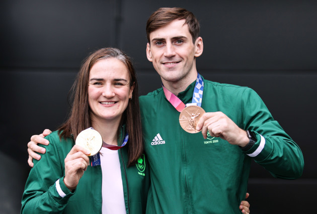 kellie-harrington-with-her-gold-medal-and-aidan-walsh-with-his-bronze-medal