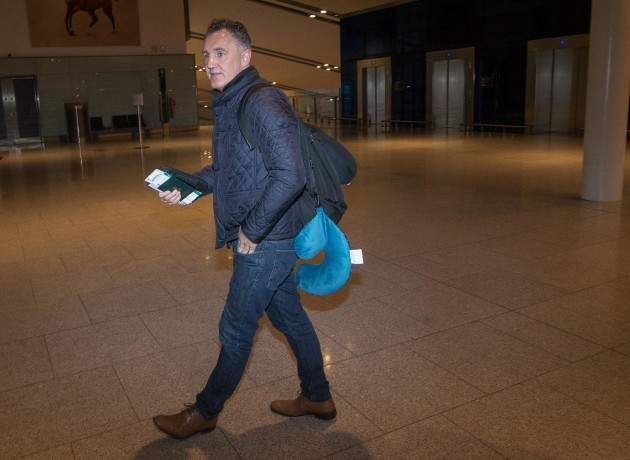 billy-walsh-makes-his-way-through-the-departures-of-dublin-airport