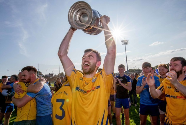 kevin-mcloughlin-lifts-the-paddy-moclair-cup
