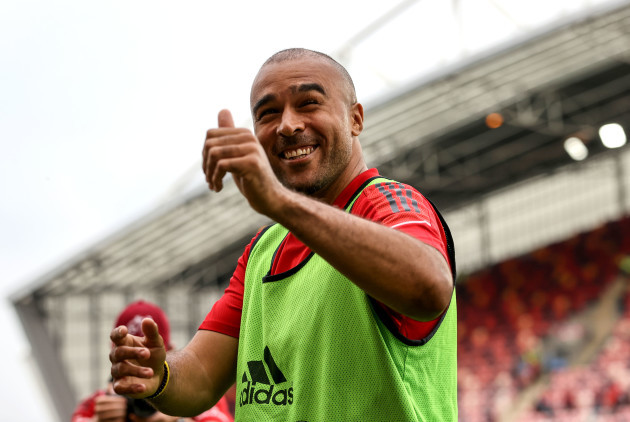 simon-zebo-applauds-the-fans-after-the-game