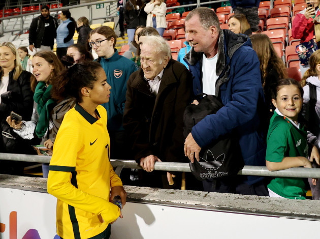 mary-fowler-speaks-with-her-grandfather-kevin-fowler-from-dublin-after-the-game